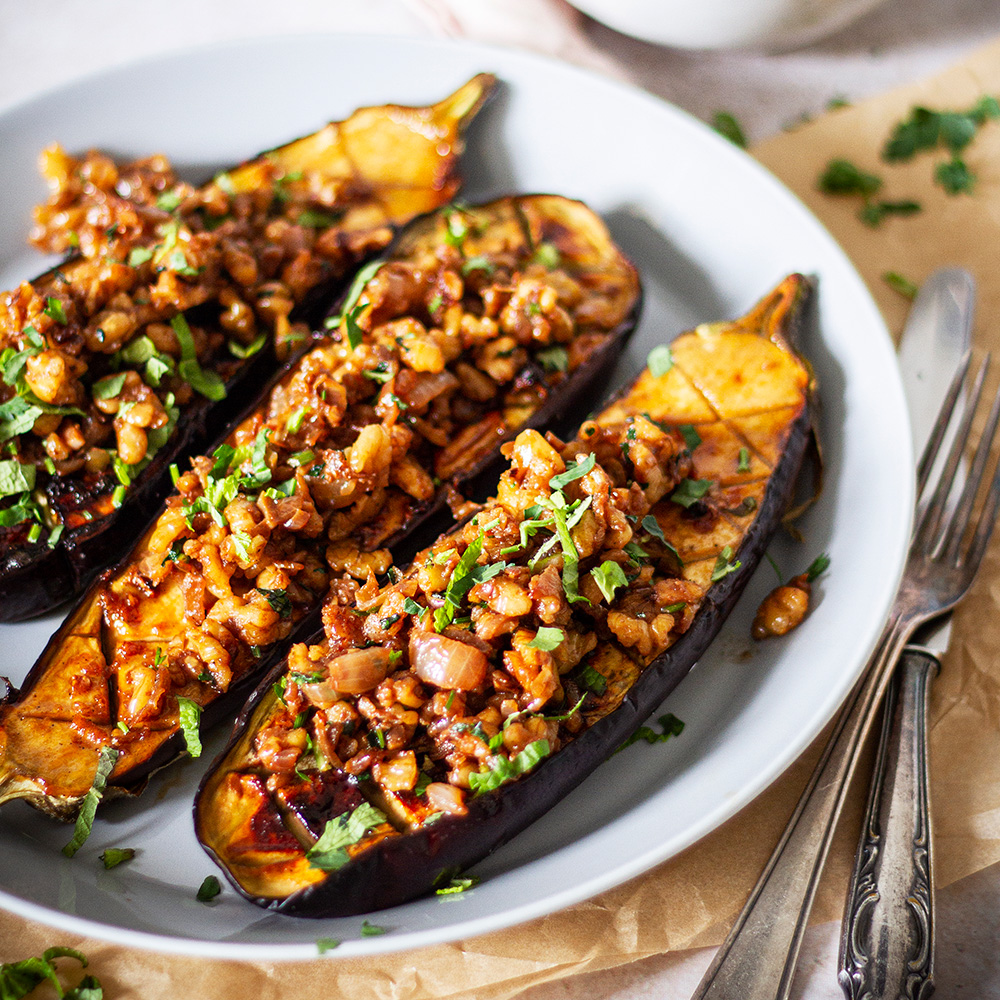 Baked eggplants with walnut crumble and cashew cream dish